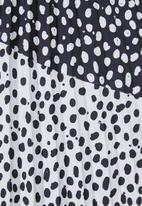 Superbalist - Print mix pleated skirt - black & white