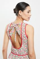 Glamorous - High neck open back - red & green