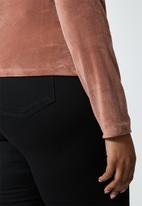 VELVET - Plush velvet cropped long sleeve turtle top - mink
