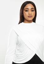 Me&B - Plus cropped wrap top - white