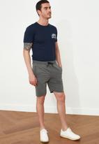 Trendyol - Contrast drawstring sweatshorts - grey