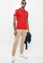 Aca Joe - Mens embossed logo golfer - red