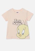 Cotton On - Jamie short sleeve tee-license - lcn wb peach tang/space jam tweety
