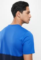 Nike - Nk df run short sleeve top  - game royal/obsidian/reflective silver