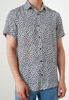 Trendyol - Animal print short sleeve shirt - black & white