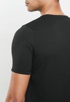 PUMA - Active small logo tee - black