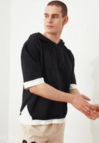 Trendyol - Half sleeve hooded sweater - black