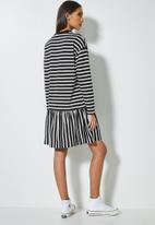 Superbalist - Dropped waist T-shirt dress - black & white