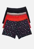 Trendyol - Printed 3 pack boxer shorts - navy/red/black