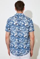 Trendyol - Printed short sleeve shirt - white & blue