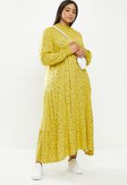 Glamorous - Plus high neck tiered maxi - chartrusse