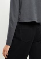 Blake - Long sleeve cropped golfer - charcoal