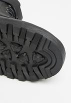 Jada - Chunky lace up boot - black