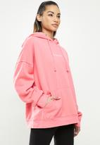 Missguided - Petite Missguided washed basic hoodie - deep rose
