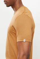 Original Penguin - Embroidered tee - brown