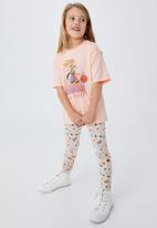 Cotton On - License drop shoulder short sleeve tee - lcn wb lola bunny ballin/peach tang