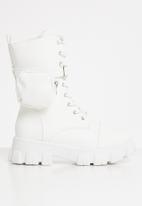 Seduction - Pocket pouch chunky boot - white