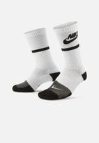 Nike - Nike everyday socks - white