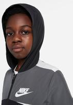 Nike - B nsw woven jacket - black/iron grey/white/white
