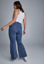 Cotton On - Curve denim stretch flare jean - nightfall blue
