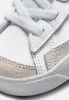 Nike - Nike blazer mid '77 se - white/magic ember-purple pulse
