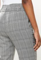 Vero Moda - Maya loose check tie pant - snow white black