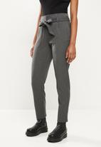 Vero Moda - Maya loose tie pant - grey