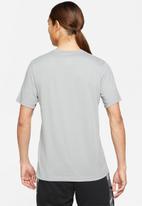 Nike - Nk df tee camo fill gfx - particle grey