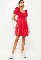 Glamorous - Front fril open back dress - red