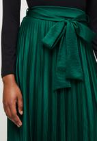 MILLA - Pleated skirt with ties - green