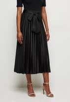 MILLA - Pleated skirt with ties - black