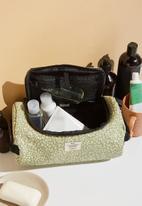 Typo - Explorer carry case-gum leaf meadow ditsy