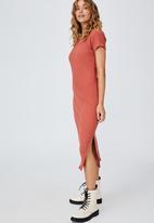 Cotton On - Essential split short sleeve midi dress - earthy red