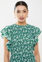 Missguided - Floral print ruffle sleeve midaxi - green