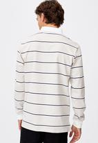 Cotton On - Rugby long sleeve polo - sand navy white stripe