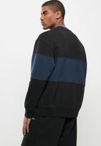 Levi's® - Colour block tipped crew - black & navy