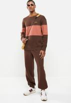 Levi's® - Colour block tipped crew - bitter chocolate