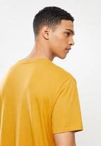 Levi's® - Short sleeve classic hm tee - cool yellow