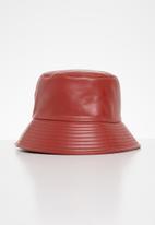 Superbalist - Ari bucket hat - red