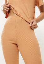 Blake - Placement print crop tee w high rise rib legging - brown