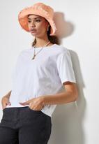 Superbalist - Raw hem bucket hat - pink