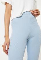 Blake - Placement print crop tee w high rise rib legging - blue & white