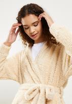 Blake - Fluffy belted robe - buttermilk