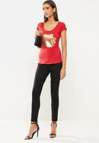 SISSY BOY - Masterpiece: basic round neck, cap sleeve top with foil logo - red