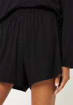Superbalist - Sleep long sleeve fitted top and shorts set - black