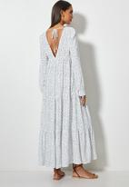 VELVET - Plunging emrpire cutline tiered mi daxi dress - white & black
