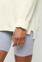 Glamorous - V-neck knitted jumper - ecru