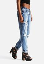 New Look - Boyfriend Kuala Jeans with Rips