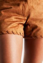 Vero Moda - Geeske Fake Suede Shorts