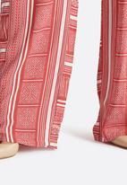 Vero Moda - Linda Print Pants